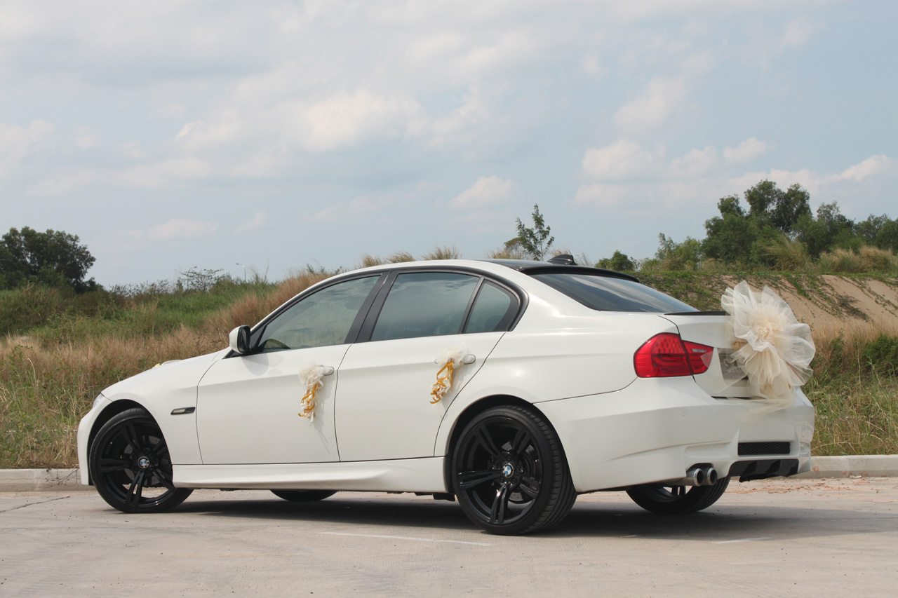 white bmw 320i perfect wedding cars singapore. Black Bedroom Furniture Sets. Home Design Ideas