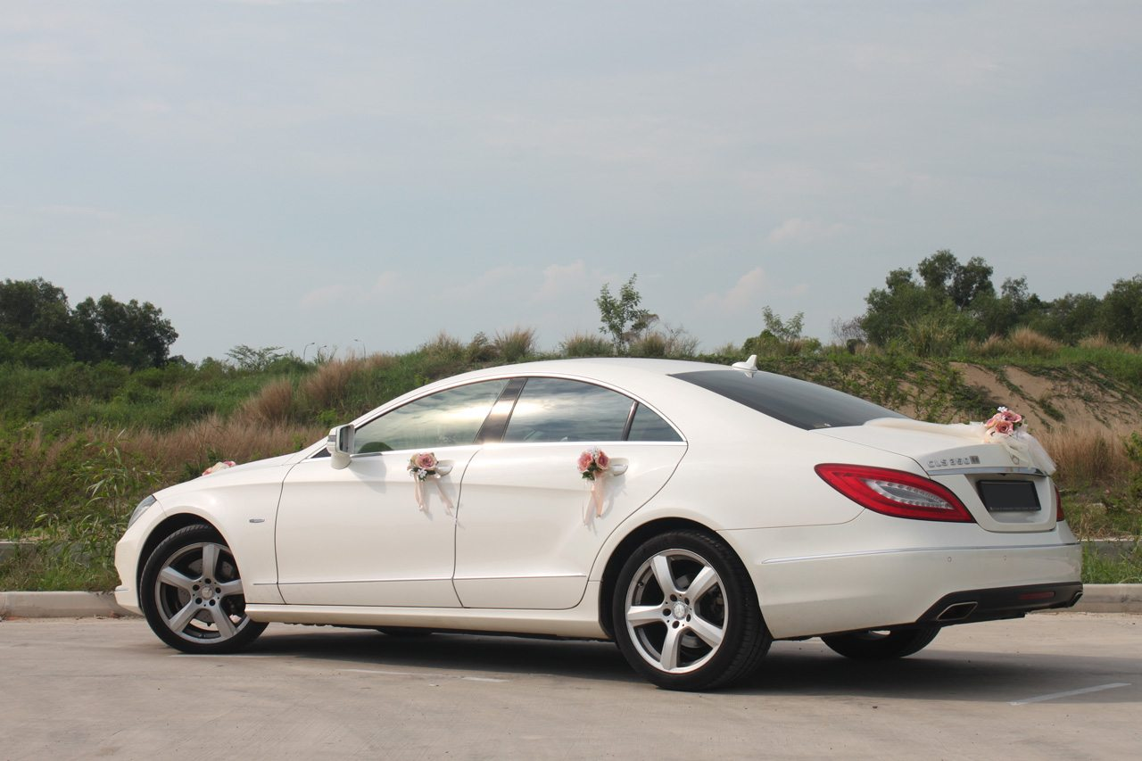 white mercedes cls 350 perfect wedding cars singapore. Black Bedroom Furniture Sets. Home Design Ideas